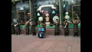 Музыканты у Елисейского магазина - Street Orchestra Beatles Cover
