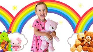 Дети всего мира делятся игрушками и вместе играют