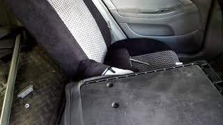 Спинка заднего сиденья Шевроле Лачетти. Разбираем средний ремень безопасности.