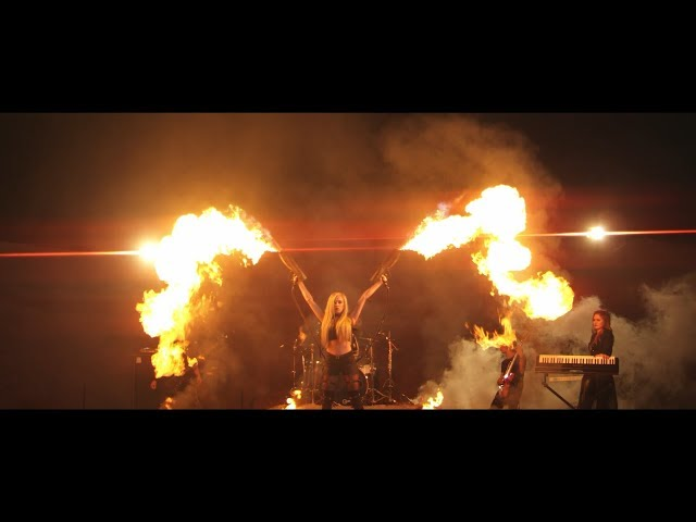 SCARLETH - Feel The Heat (OFFICIAL MUSIC VIDEO)