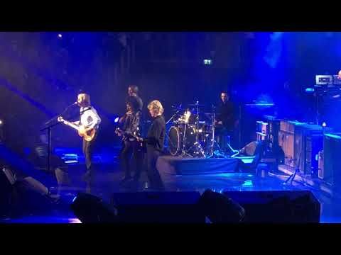 Vic Porcelli - Ringo Starr Joins Paul McCartney On Stage in London