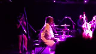 "Laura Mvula ""Let Me Fall"" Le Poisson Rouge"