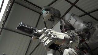 WTF! This Russian robot shoots guns [2017]
