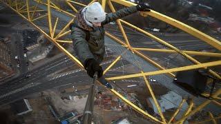 How to climb a Crane with Ervin Punkar - DudesFreerun