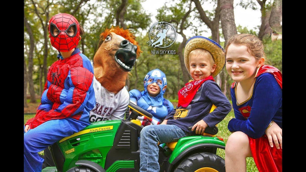 little superheroes 5 superhero horse surprise with spiderman captain america and supergirl. Black Bedroom Furniture Sets. Home Design Ideas
