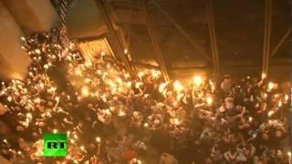 В Иерусалиме сошел благодатный огонь (ВИДЕО)(Тысячи людей в Великую субботу стали свидетелями схождения благодатного огня в храме Гроба Господня..., 2012-04-14T16:10:56.000Z)