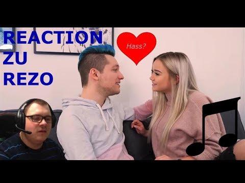 Reaction Zu: HATE Kommentare Singen | Feat. Julia Beautx