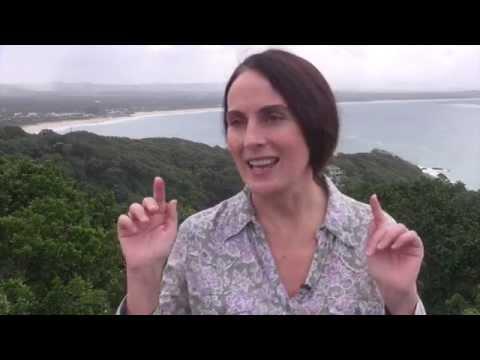 Anna Breytenbach communicates with Great White Shark