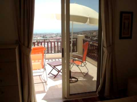 Cyprus penthouse 2 bed apartment to rent in Peyia near Paphos