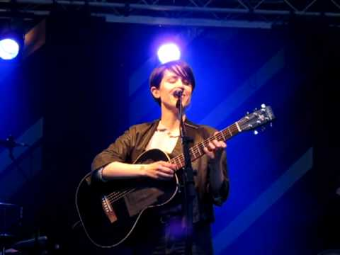 Tegan and Sara - Sara's long, funny banter about other language love/immigration dating - Antwerp