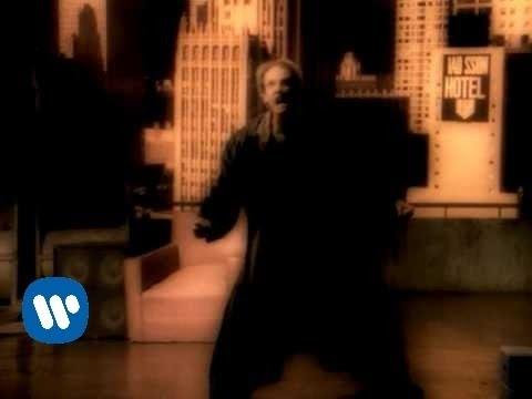 Maná - Clavado En Un Bar (Official Music Video)