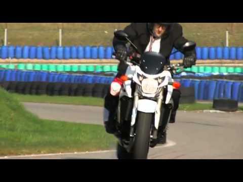 Moto Journal Youtube : suzuki gsr 750 hai video officielle moto journal youtube flv youtube ~ Medecine-chirurgie-esthetiques.com Avis de Voitures