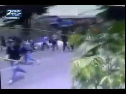 seorang pelajar tewas terkena sabetan clurit saat tawuran