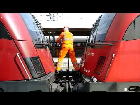 """""""Railjet 65"""" wird in München Hbf vor den """"EC 87"""" gespannt"""