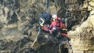 Rescatado un hombre que se cayó por un acantilado en Gijón