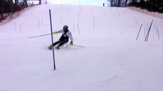 Cristian Deville si allena in slalom