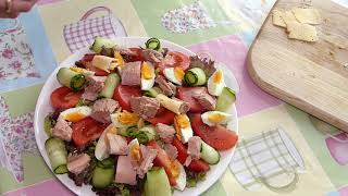 Вкуснейший праздничный салат с консервированным тунцом