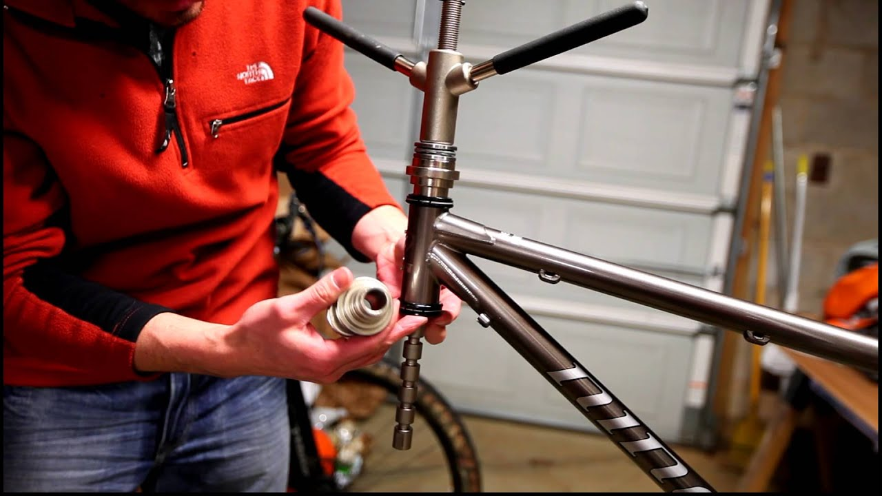 Installing the fork on a Niner Sir 9 frame - YouTube
