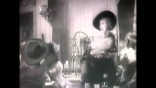 Marlene Dietrich sings