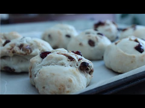 Simple Cooking: Tasty Buttermilk Biscuits with dried fruits and walnuts