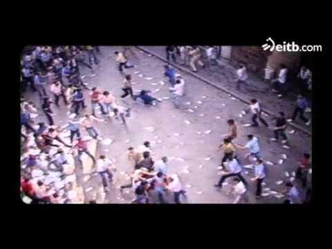 Duras imágenes de la 'guerra de banderas' de Errenteria