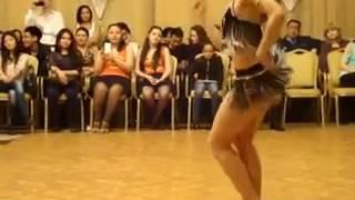 vidmo org krasivaya devushka tancuet pro Bachatu 426