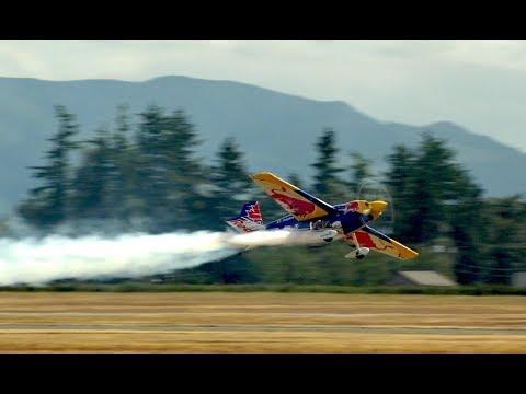 2017 Abbotsford Airshow Pete Mcleod - Red Bull Edge 540