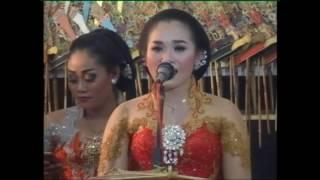 Download Video Sinden cantik yang mahir main kendang , lagu : Tembang Kangen MP3 3GP MP4