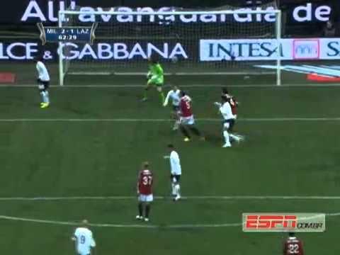 André Dias vs Van Bommel Campeonato Italiano 27/01/2012