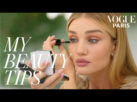 Rosie Huntington-Whiteley's 3-Minute Metallic Eye Makeup | My Beauty Tips | Vogue Paris