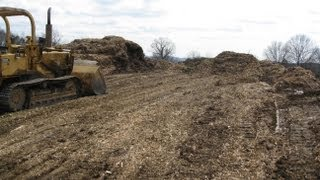 Pushing Wood Chips with my old International 100E Crawler Loader