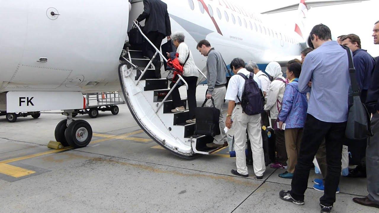 Imágenes Personas Viajando En Avion: #10009, Personas Abordando Un Avión Pequeño [Raw
