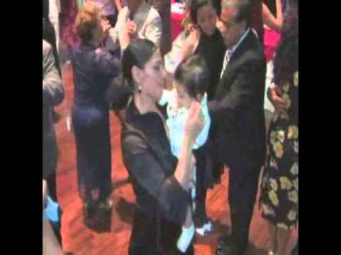 Alicia bailando con un policia - 5 6