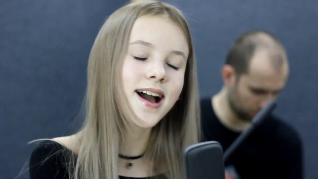 Sia- Everyday is Christmas | Cover by Daneliya Tuleshova | Данэлия Тулешова | Live Acoustic version