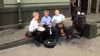 вуличні музики на контрактовій