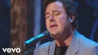 Bill & Gloria Gaither - Go Rest High On That Mountain [Live] ft. Vince Gill
