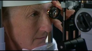 Австралийке «включили» бионический глаз