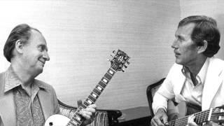 Video Chet Atkins & Les Paul - Guitar Monsters - Moonglow download MP3, 3GP, MP4, WEBM, AVI, FLV November 2017
