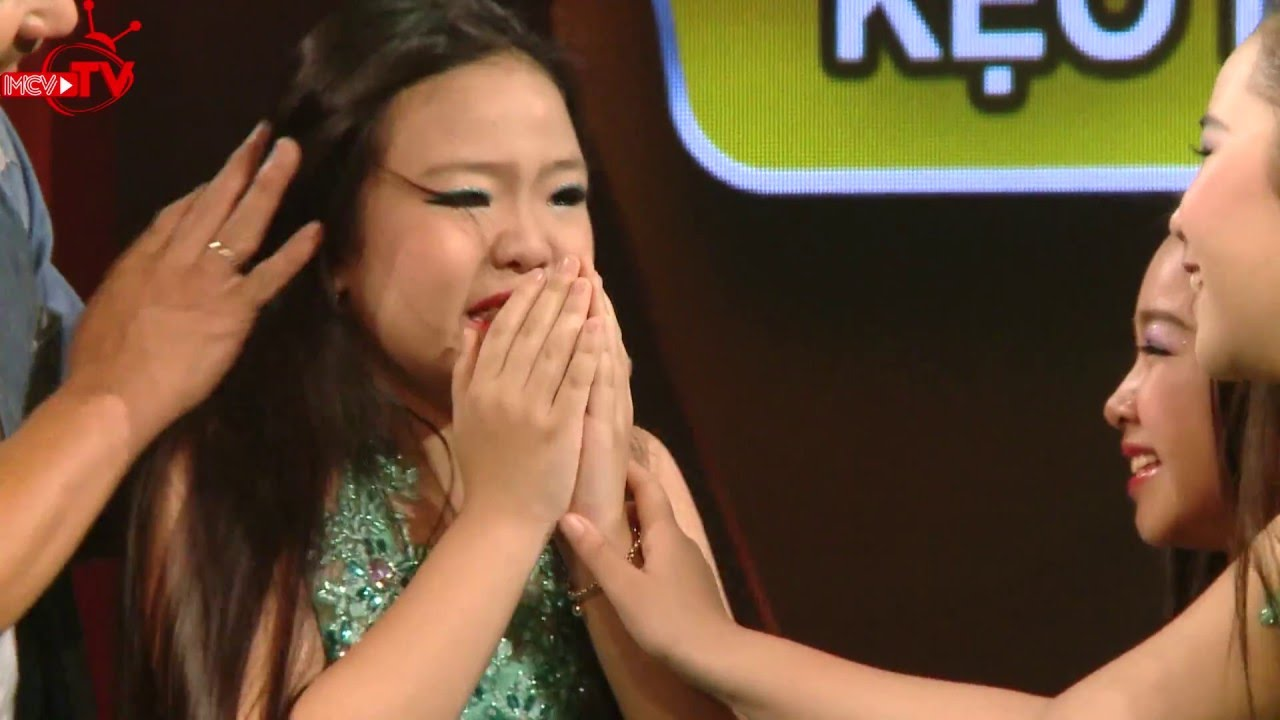 Đạo diễn khó tính Lê Hoàng dí dỏm trêu chọc thí sinh trên sân khấu!