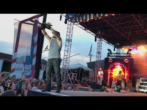 Brantley Gilbert Dirty in the Dirty South Entrance to Burlington Iowa Steamboat Days 6/16/17
