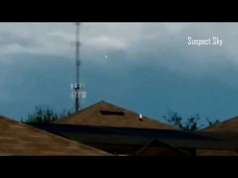 Fast Flashing UFO Filmed Hovering in Florida [SIGHTING]