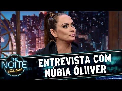 Entrevista com Núbia Óliiver | The Noite (19/04/17)