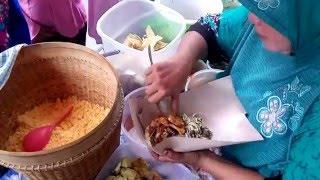 Beli Nasi Jagung Di Pasar Keputih