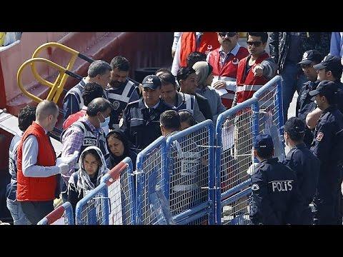 I primi migranti rispediti in Turchia arrivati al centro di detenzione