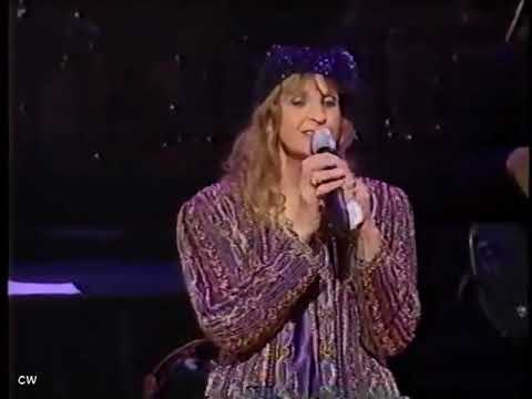 Skeeter Davis   The End of the World with Intro by Jeannie Seely