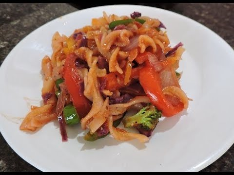Spicy Fussili Pasta With Bell Peppers, Broccoli And Purple Cabbage