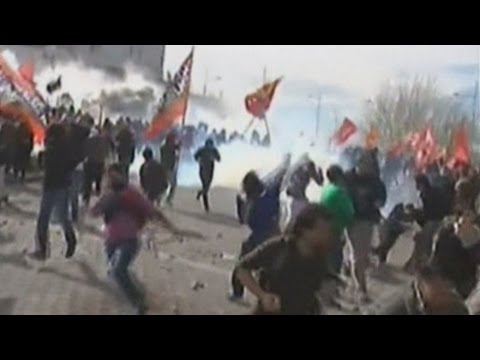 Violent clashes in Argentina as thousands riot over energy deal