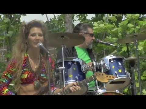 Star Spangle Banner 8/1/09 WCCC female guitarist i...