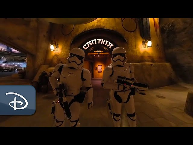 Step Inside Oga's Cantina at Star Wars: Galaxy's Edge | 360 Video | Walt Disney World