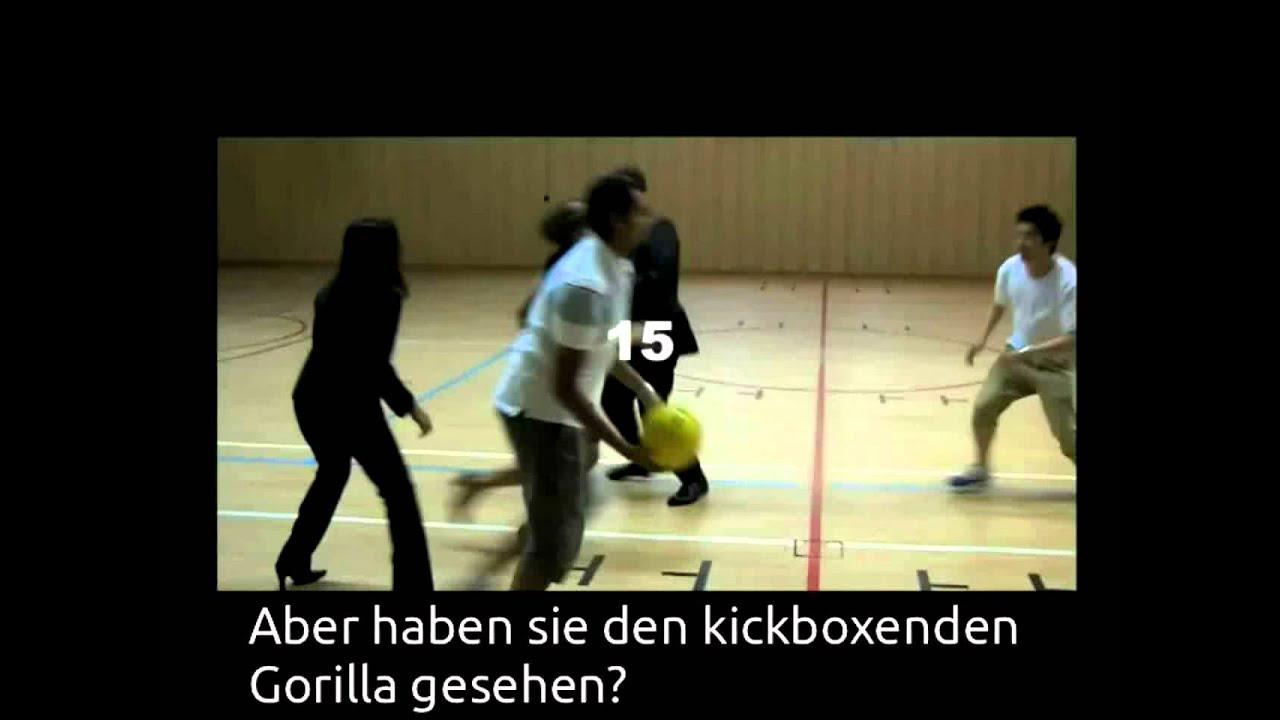 Der unsichtbare Gorilla.mp4 - YouTube